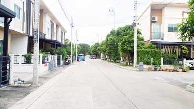 ทาวน์โฮมติดถนนบางกรวย-ไทรน้อยขายถูกกู้ได้สูง